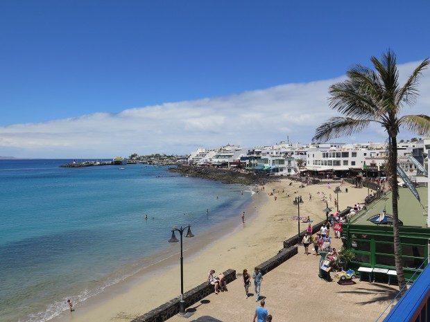 Strand im Ort Playa Blanca / Copyright © Marion Hagedorn/Interdomizil