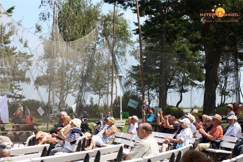 Begeistertes Publikum vor einer gespannten Reuse Bildquelle: InterDomizil GmbH