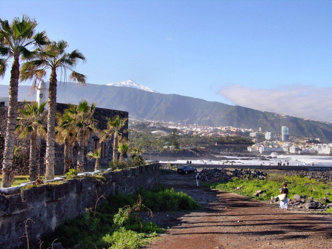 Weg zum Playa Jardin auf Teneriffa mit Blick auf den Teide - Foto: Dumman/pixelio.de CCO (rkn)