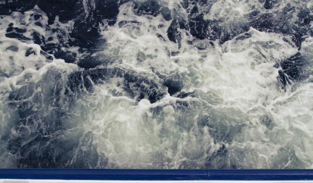 Im Hafen rumschippern. Bei Schietwetter? Kann man in Warnemünde das ganze Jahr über (©Thibaud Vaerman, CCO)