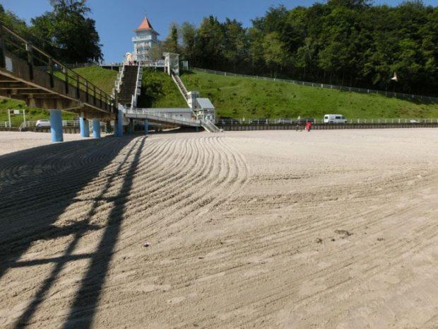 Sellin Strand ... sieht ja aus wie Ackerfurchen - schön (© Julia S. Hentschel)