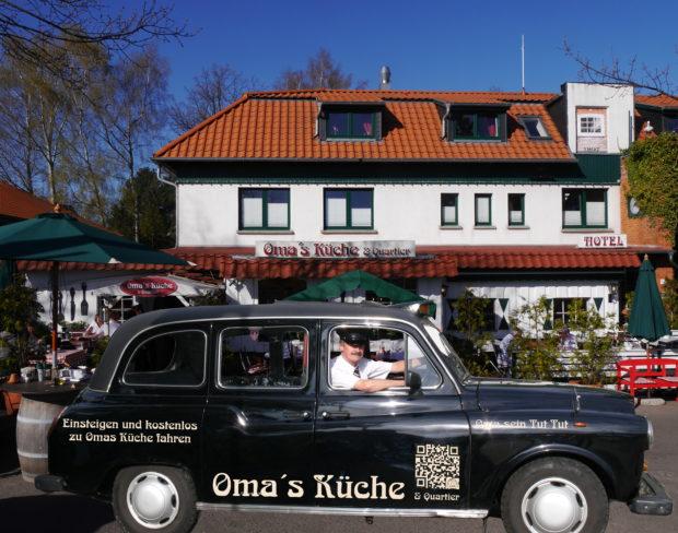 Taxi vor Restaurant Omas Küche auf Rügen