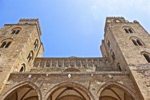 Imposant, der Dom in Cefalu von aussen - Foto: Pixabay, CC0