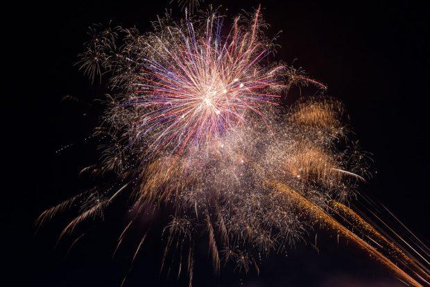 fireworks-925852_960_720 960w sizes=(ma-width: 620p) 100vw, 620p