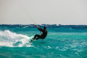 kite-surfing-1960536_1920 class=alignleft wp-post-image