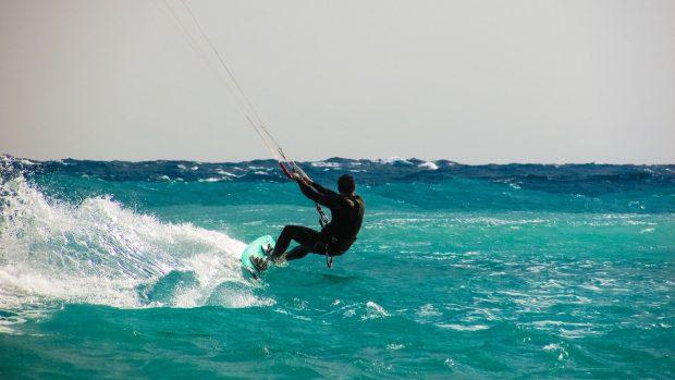 kite-surfing-1960536_1920