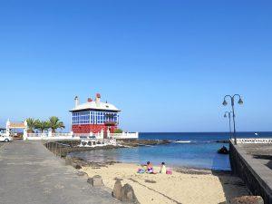 """Casa Juanita (das """"Blaue Haus"""") mit kleinem Strand - Foto: Marion Hagedorn"""