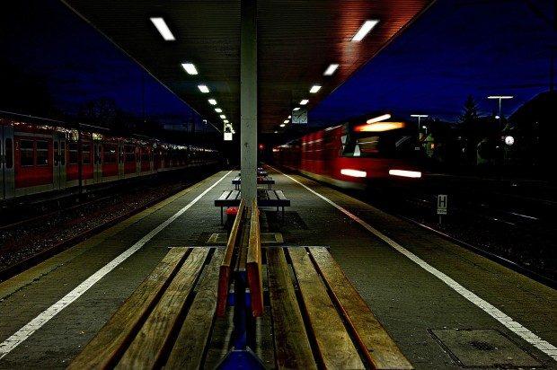 Einfahrender Nachtzug - Foto: Pixabay, CC0