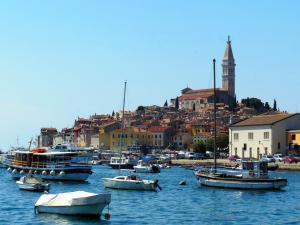 Historische Altstadt mit Hafen in Krk / Pixabay (CC0 Public Domain)
