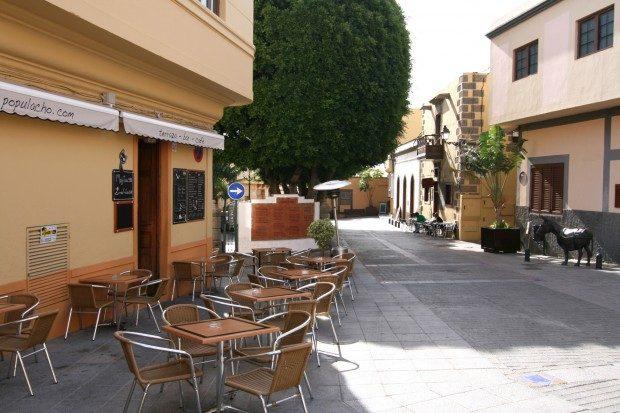 Kleine Bars und Cafés nahe dem Kirchplatz / Copyright © Marion Hagedorn/InterDomizil