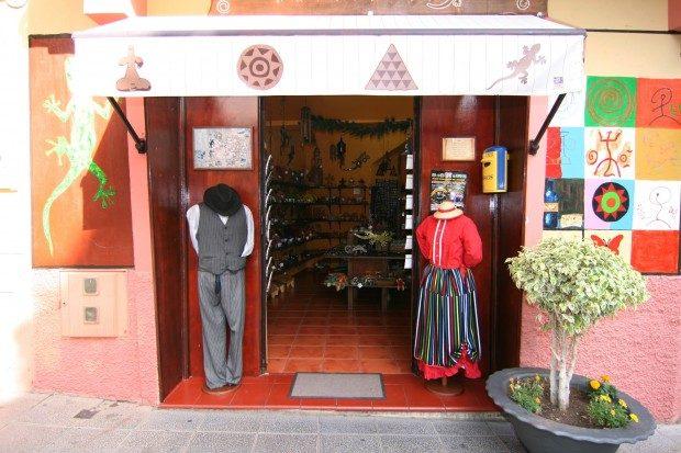 Laden für Kunsthandwerk und traditionelle Kleidung / Copyright © Marion Hagedorn/InterDomizil