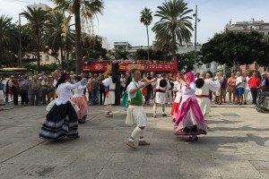 Traditionelle Folkore Tanz mit Trachten