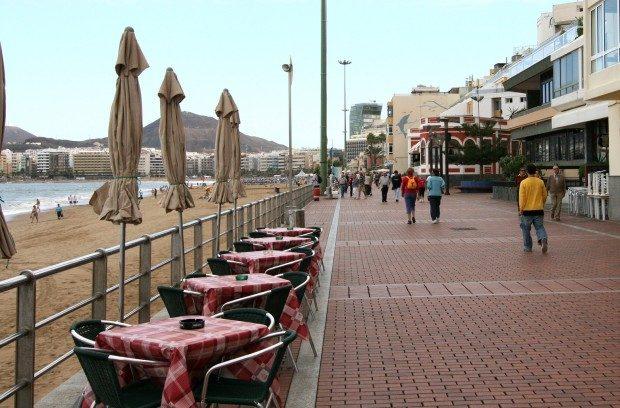 Lange Strandpromenade zum Gehen oder Verweilen in kleinen Restaurants / Copyright © Marion Hagedorn/Interdomizil